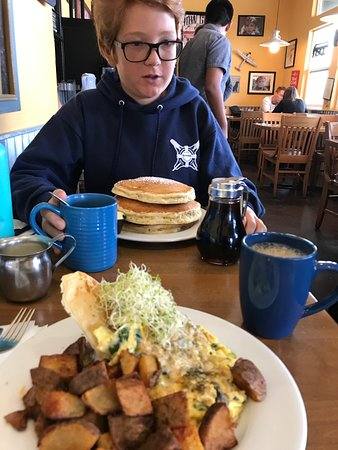 Frankie and Lola's : delicious breakfast on the waterfront in Morro Bay