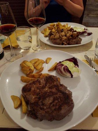 Olly's Steak House: photo0.jpg