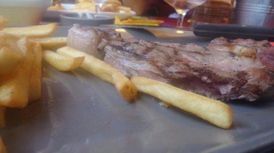 Gemenos, Frankrijk: ça une entrecôte ! Heureusement qu'il y avait des frites... Molles...