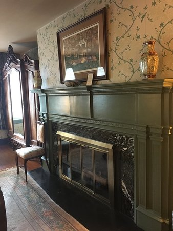 Cameron Estate Inn & Restaurant: These photos show a small portion of Cameron Estate Inn's historic charm and beauty! It was the