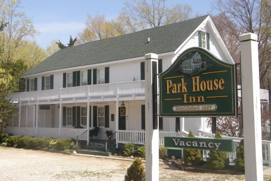 Park House Inn Bed & Breakfast: Inn Main Entrance View, welcome to the Park House Inn B & B