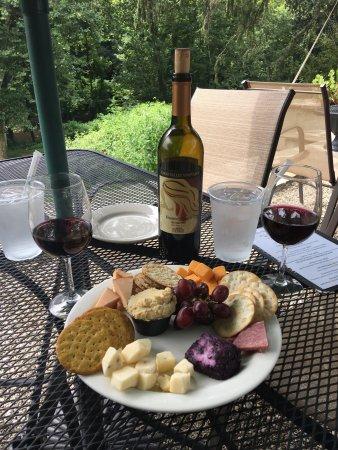 Hillburn, NY: Torn Valley Vineyards