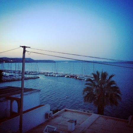 Istres, France: Une terrasse avec une vue imprenable sur l'étang de Berre 😍