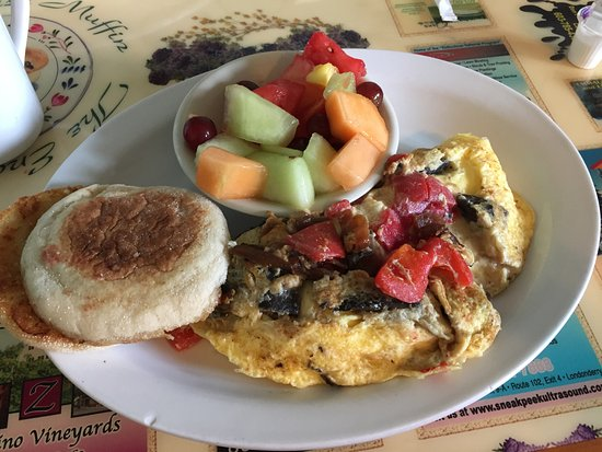 Hampstead, NH: House specilaty omelette was excellent