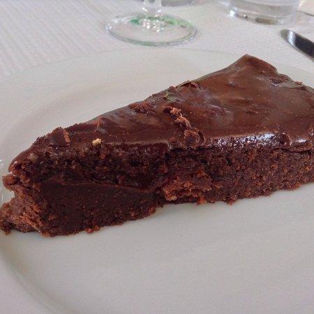 Portalegre, Portugal: Bolo de Chocolate com doce Escondidinho