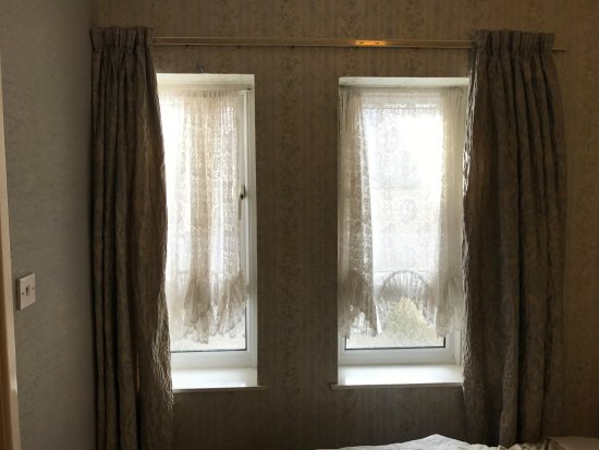 Blencarn Hotel: Light from the room/window, without electric lighting room is dark