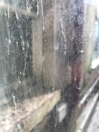 Blencarn Hotel: Dirty windows