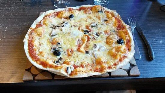 Le Chalvet: Pizza lard gorgonzola_large.jpg