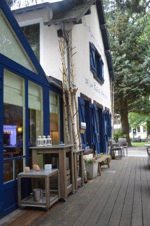 Habay-la-Neuve, Belgia: zicht van op het terras
