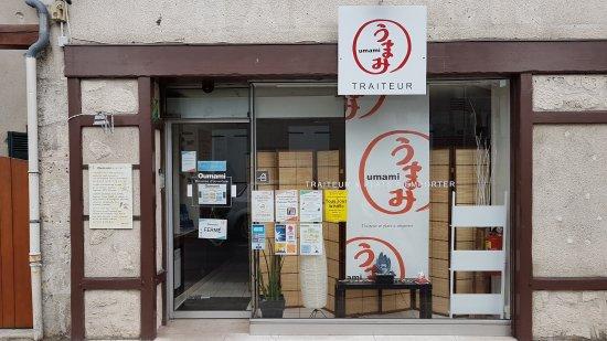 Bracieux, فرنسا:  Situé pas loin du centre ville voila la devanture