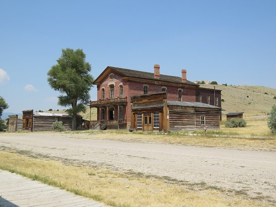 Bannack State Park: Hotel and main street buildings