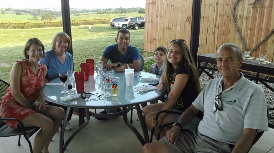 Echo Valley Winery: family dining at echo valley
