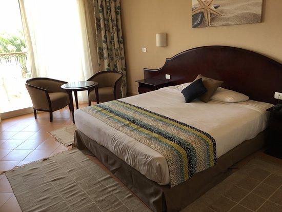 c8a927c9b6dfb LABRANDA Royal Makadi: Postel pokoje KingsRoom (standardní pokoj s  manželskou postelí)