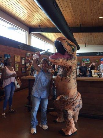 Hye, Техас: Winosaur needs a pour