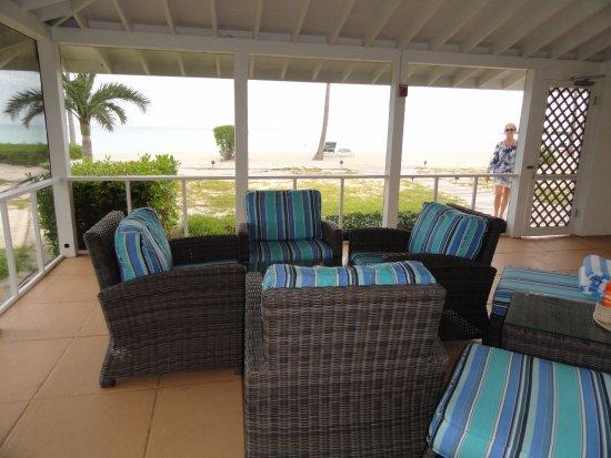 Cape Santa Maria Beach Resort & Villas: screened in patio