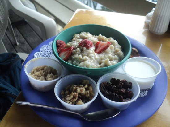 Blue Moon Cafe: oatmeal and a variety of toppings