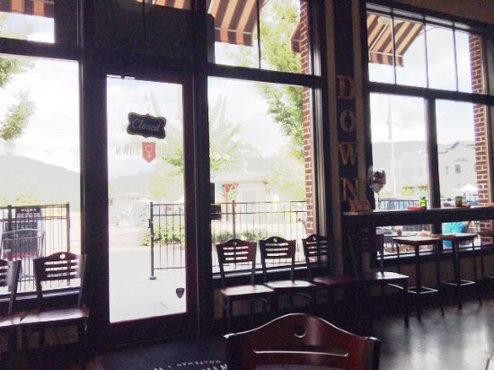 Ooltewah, TN: View from our table - the right side of the interior. Super clean place.