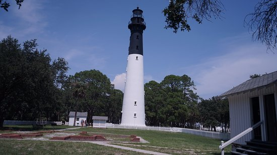 Hunting Island State Park: Picture of the Hunting Island Lighthouse. The lighthouse is open again so visitors can walk to t