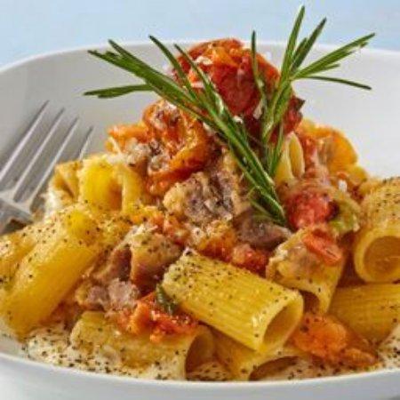 Ma Ma Gui : rigatoni cherry tomato and crema al parmigiano