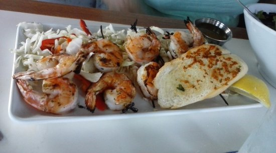 Montgomery, TX: More tiny Grilled Shrimp on a bed of dry cabbage.