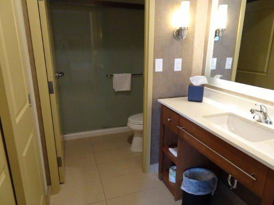 Homewood Suites by Hilton Winnipeg Airport-Polo Park, MB: Bathroom
