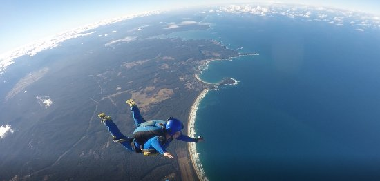 Moruya, Αυστραλία: Stage 8 of my AFF jumps, flying Solo with an instructor following