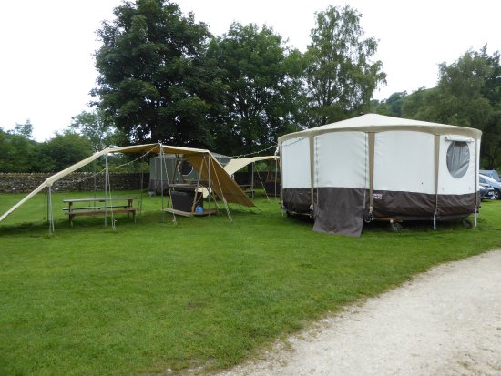 Appletreewick, UK: Yurt tent and covered cooking area