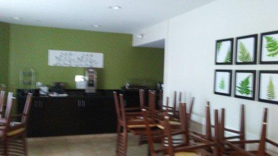 Woodbridge, VA: breakfast room