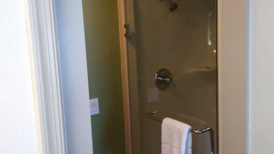 Woodbridge, VA: shower
