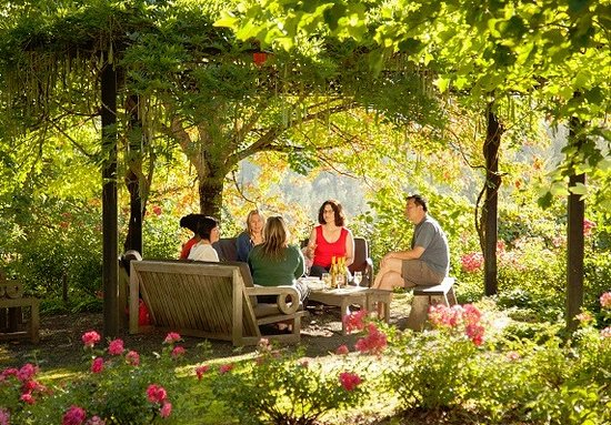 Бивертон, Орегон: Visit Oregon's Tualatin Valley, the gateway to Oregon wine country.