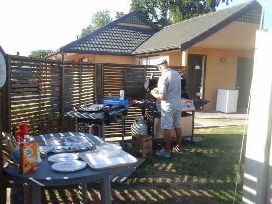 Masterton, New Zealand: BBQ area - now with new decking!