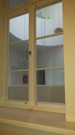 Vintage Design Hotel Sax: Vista da finestra su corridoio interno