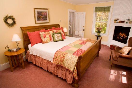 Inn at Jackson: Victorian Room #7- John Paul Jones Room