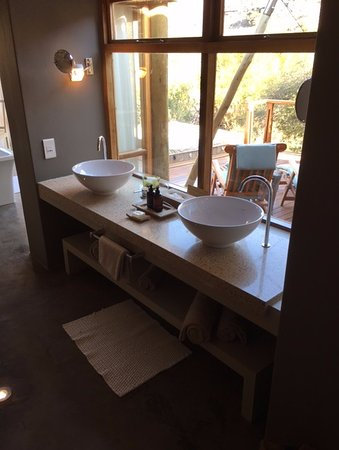 Sanbona Wildlife Reserve: Bathroom sinks