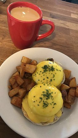 Red Skiff Restaurant : Amazing crab cake Benedict and crispy home fries!