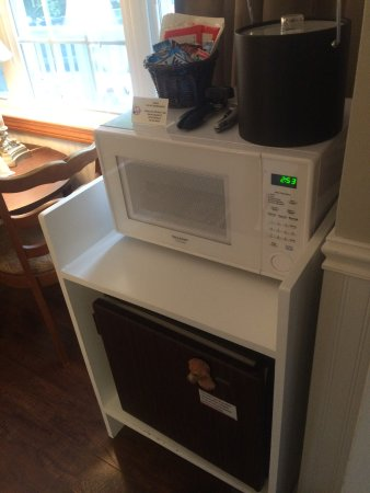 Montgomery Center, VT: microwave and mini fridge