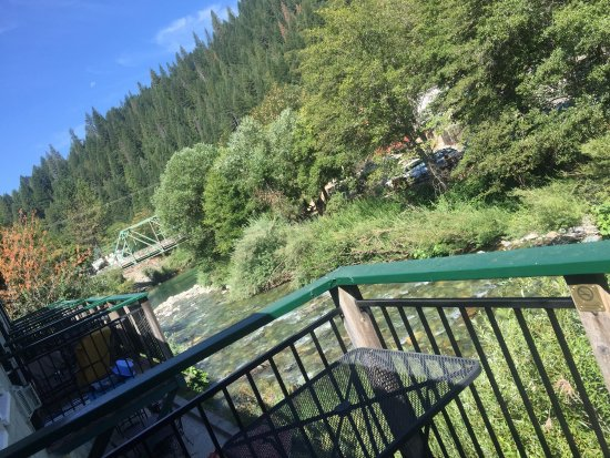 Downieville, Kalifornien: Pics of view from balcony...Room 6 and kitchen