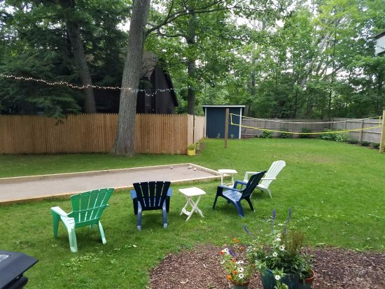 Glen Arbor, MI: Net and rackets are in the shed to play badminton