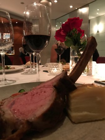 La Bourgogne : Dont miss this veal!!!