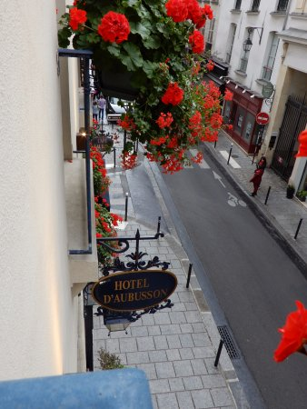 Hotel d'Aubusson: This is the view looking down onto the street.