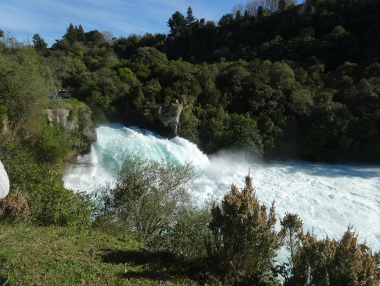 Taupo, New Zealand: wider view of the falls