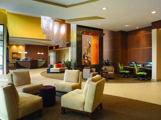 Wauwatosa, WI: Lobby- Crowne Plaza Milwaukee West