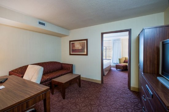 Wauwatosa, WI : King Suite- Crowne Plaza Milwaukee West