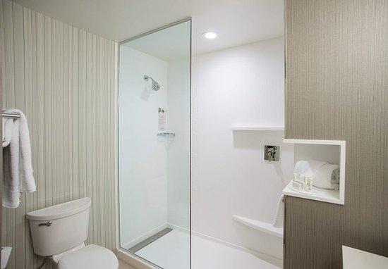 Clifton Park, Estado de Nueva York: Guest Bathroom