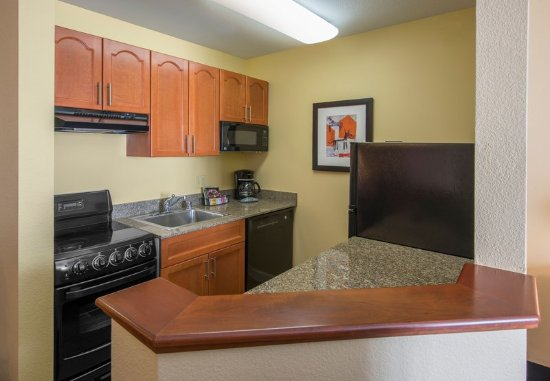 Englewood, CO: Executive One-Bedroom Suite - Kitchen