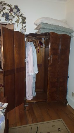Terre Hill, Пенсильвания: The armoire had to enter the room via the fire escape.