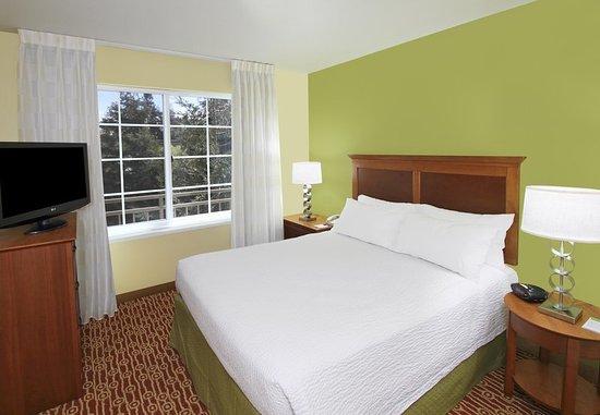 Campbell, Kaliforniya: Suite Bedroom