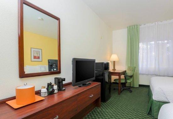 Tracy, CA: Queen/Queen Guest Room - Amenities