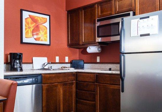 Westlake Village, CA: Studio & One-Bedroom Suite - Kitchen