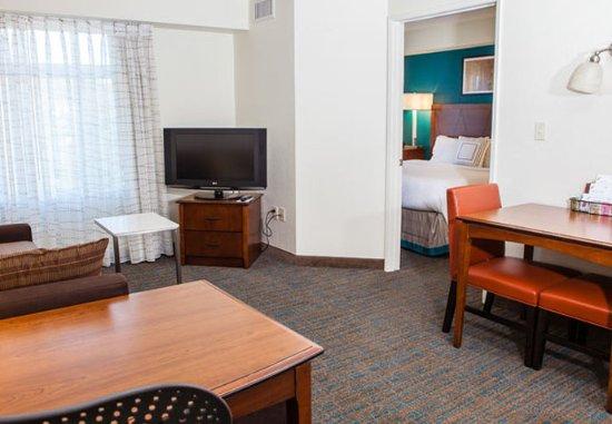 Westlake Village, CA: One-Bedroom Suite
